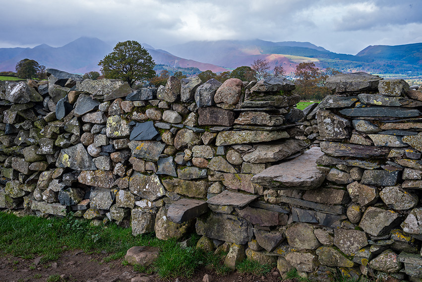 Stile in wall at southwest of the circle
