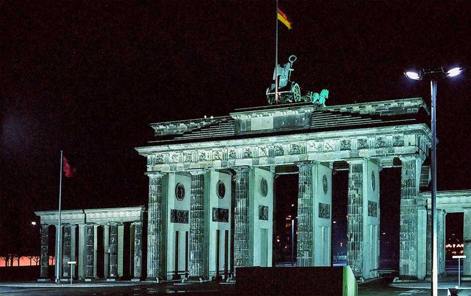 Brandeburg Gate (Brandenburger Tor) 06