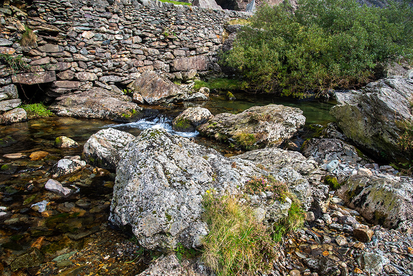 Details of the Nant Peris River 05