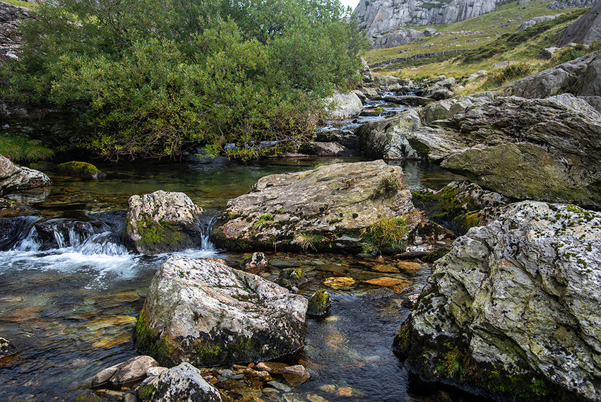Details of the Nant Peris River 09