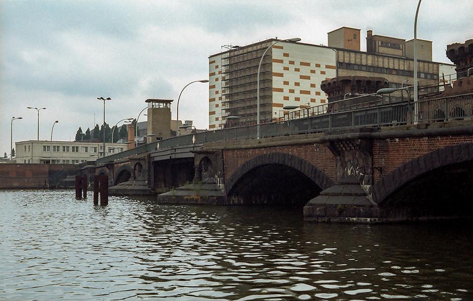 The bridge that no-one crosses