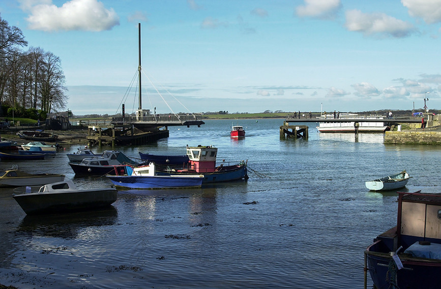 Swing Bridge opening to allow boat into Afon Seiont 01