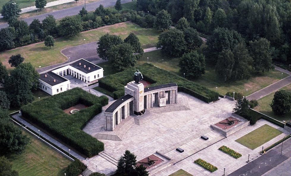 Soviet War Memorial from the Air 02