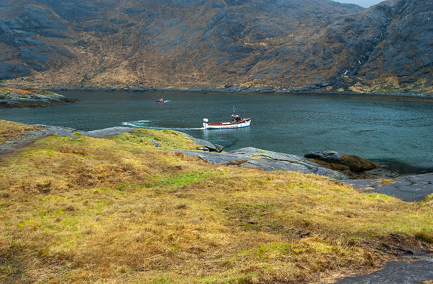 Tourist boat on Loch na Cuilce