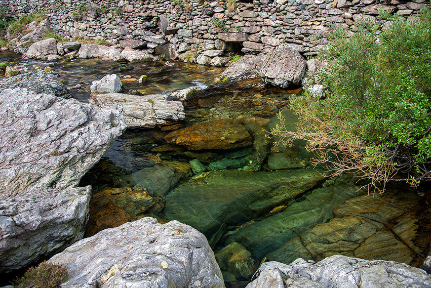 Details of the Nant Peris River 03