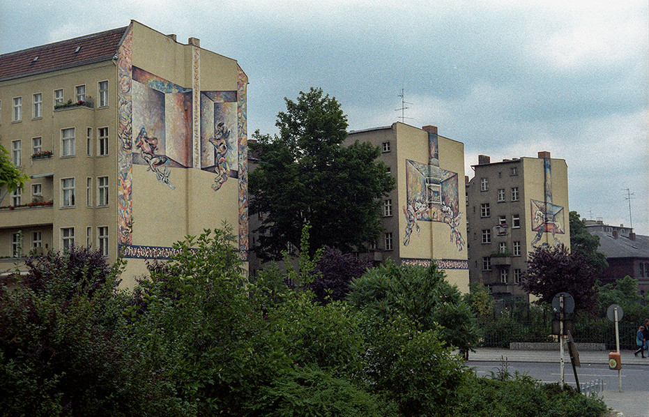 Artwork adorned many of the buildings of Berlin in the 1980's 03