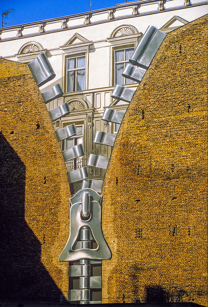 Artwork adorned many of the buildings of Berlin in the 1980's 01