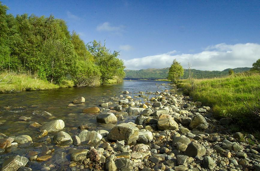 Stream flowing towards Loch Beinn a Mheadhoin 01