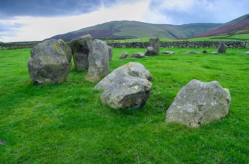 Portalled entrance stones