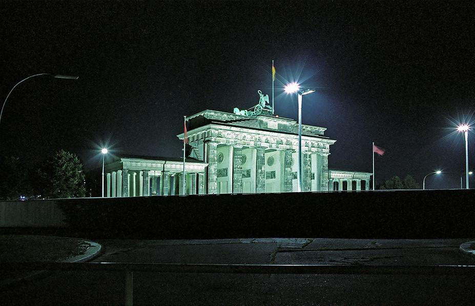 Brandeburg Gate (Brandenburger Tor) 05