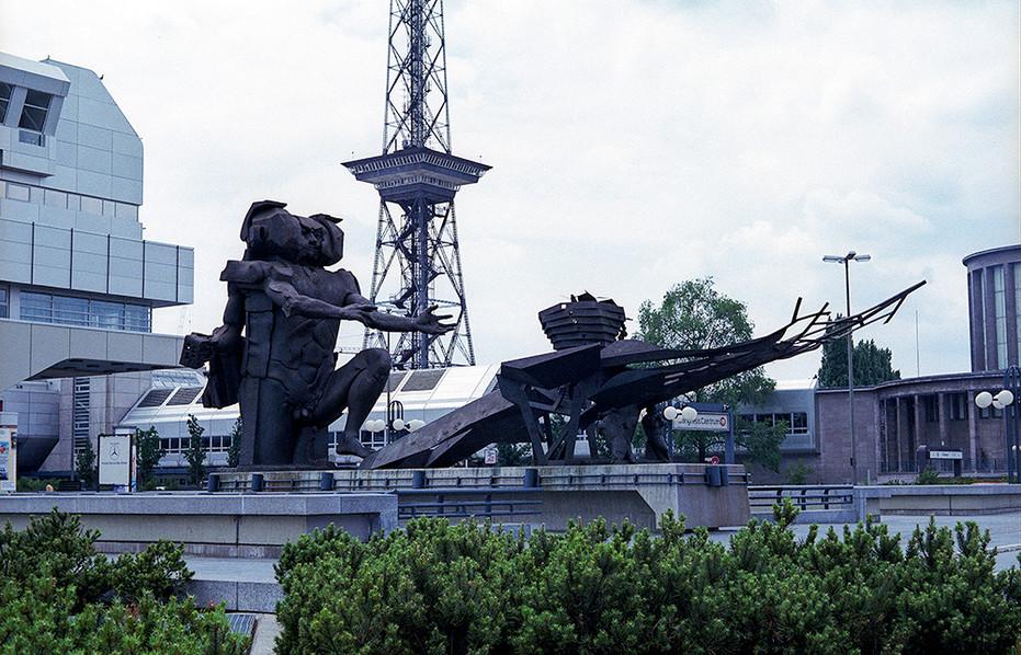 'Ecbatane - man builds his city' statue