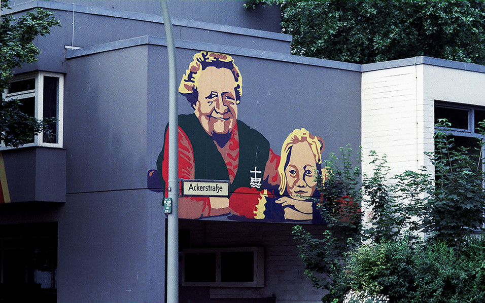 Artwork adorned many of the buildings of Berlin in the 1980's 02