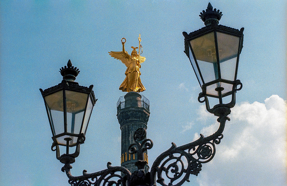 Bronze sculpture of Victoria, the Roman goddess of victory, atop the Victory Column 01