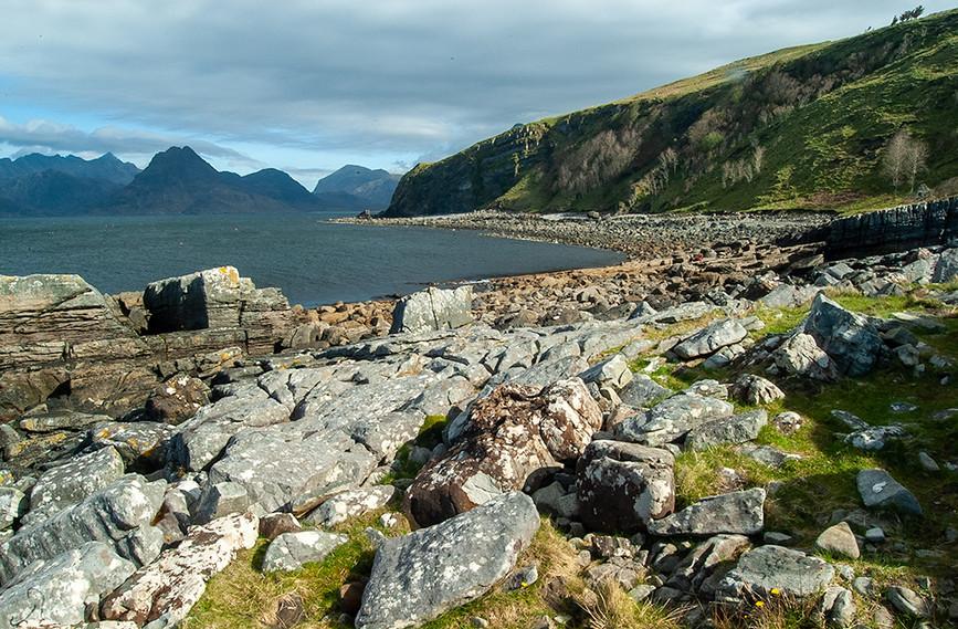 View along Cladach a' Ghlinne to Rubha na h-Airighe Baine 02