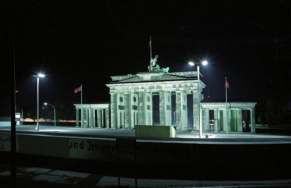 Brandeburg Gate (Brandenburger Tor) 11