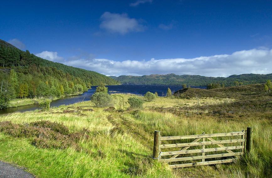 View towards Loch Beinn a Mheadhoin 01