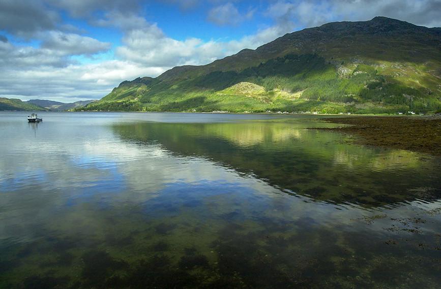 Reflections in Loch Duich 02.JPG