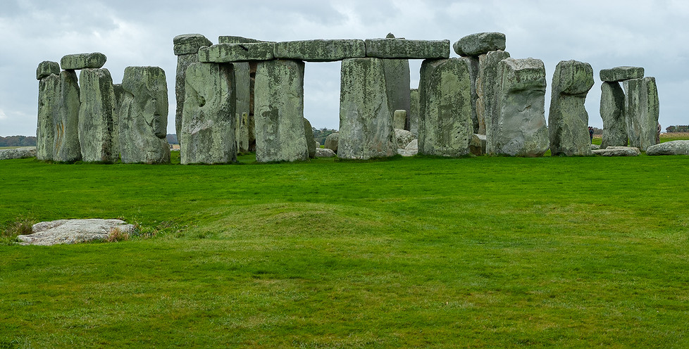 Panorama - Stonehenge with Slaughter Stone in foreground