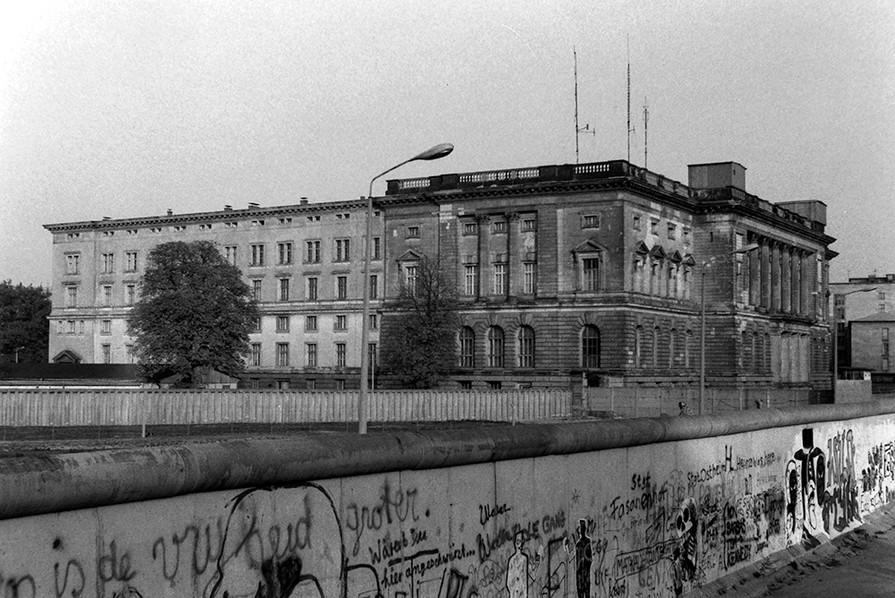 Graffiti on the Wall 48
