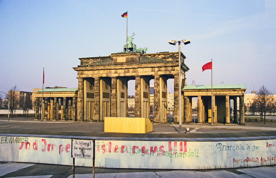Brandeburg Gate (Brandenburger Tor) 10