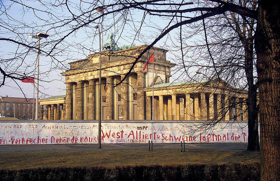 Brandeburg Gate (Brandenburger Tor) 02