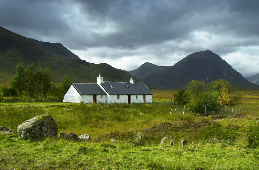 Blackrock Cottage with view to Buachaille Etive Mor, Glencoe 02