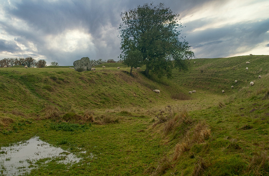 Views of Avebury & Individual Stones 10