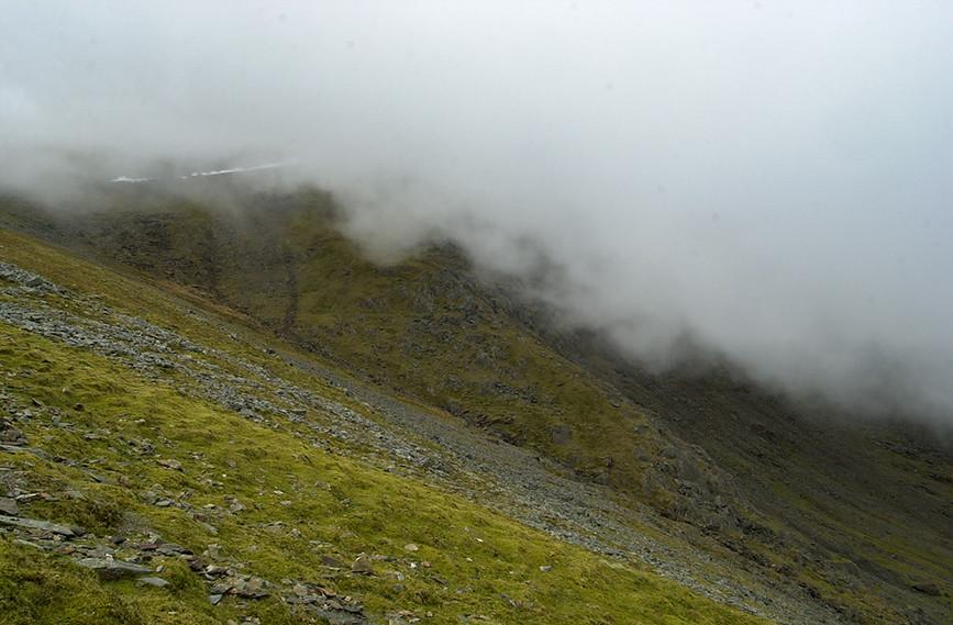 Slopes down to Llyn Du'r Arddu