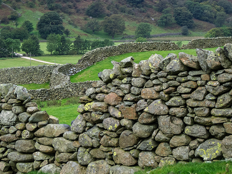 Cumbrian Stone Walling at the foot of the Pass 01