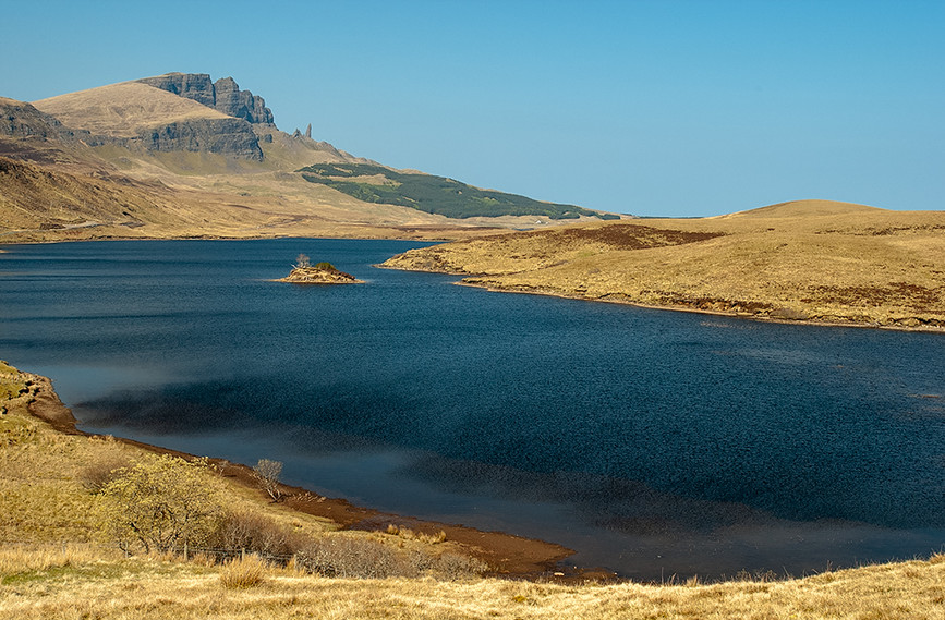 Old Man of Storr across Loch Leathan 01
