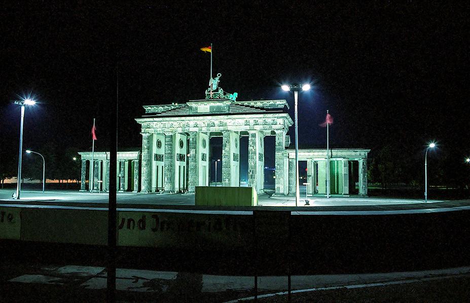 Brandeburg Gate (Brandenburger Tor) 01
