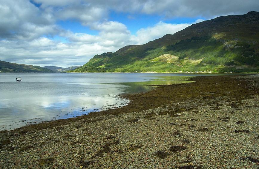 Reflections in Loch Duich 01.JPG