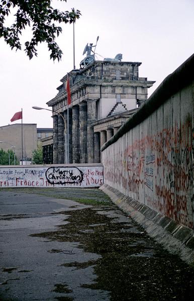Brandeburg Gate (Brandenburger Tor) 09