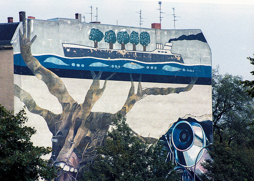 Artwork adorned many of the buildings of Berlin in the 1980's 05