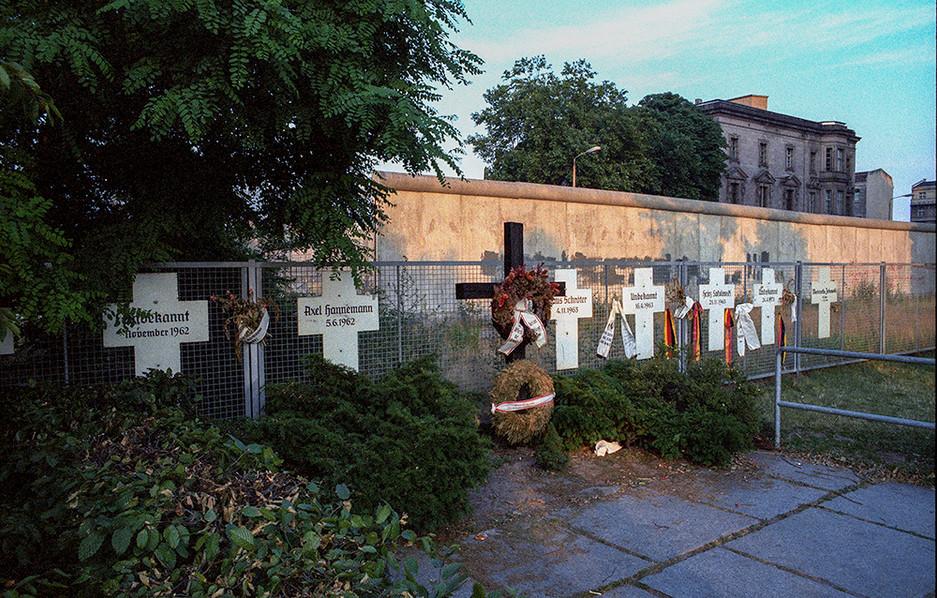 Memorials to the dead