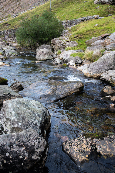 Details of the Nant Peris River 02