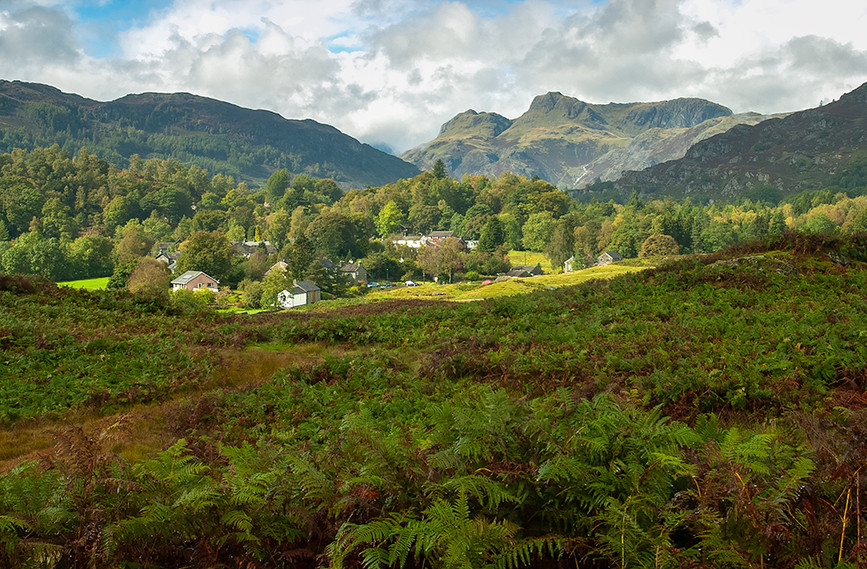 Langdale Pikes from Elterwater 02