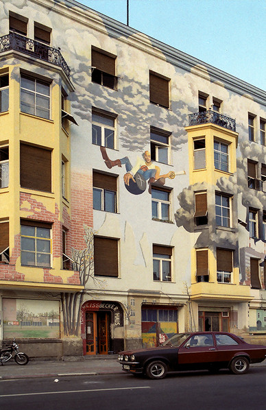 Artwork adorned many of the buildings of Berlin in the 1980's 04