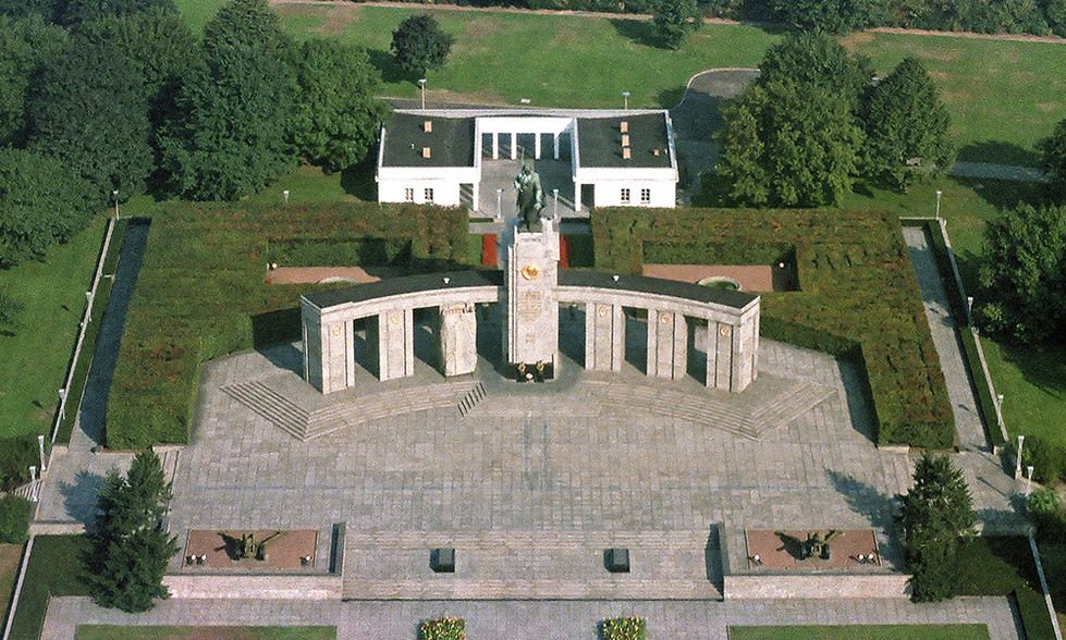 Soviet War Memorial from the air 01