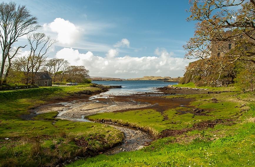View of Castle towards Loch Dunvegan 02