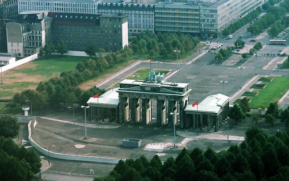 Brandeburg Gate (Brandenburger Tor) 08