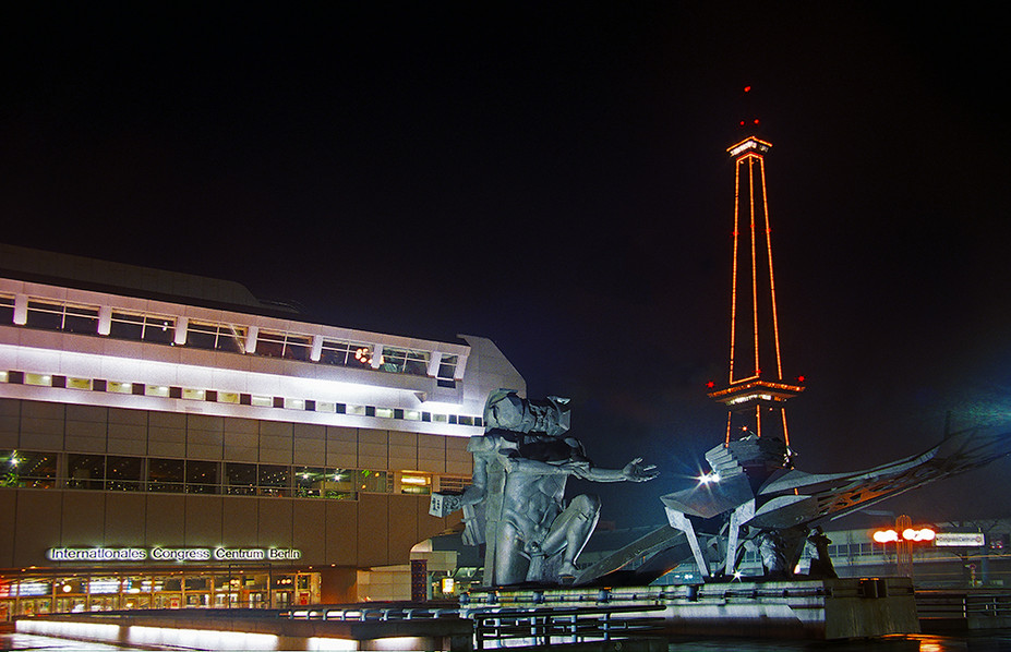 Statue in front of ICC at night - Funkturm in background 02