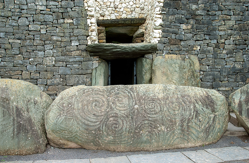 Entrance to Chamber with decorated Kerbstone 04