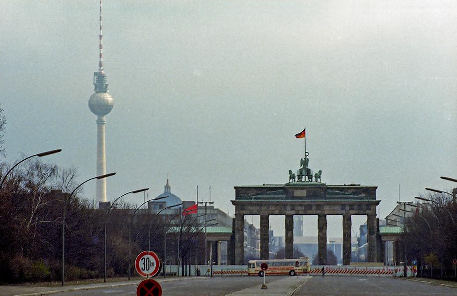 Brandeburg Gate (Brandenburger Tor) 04