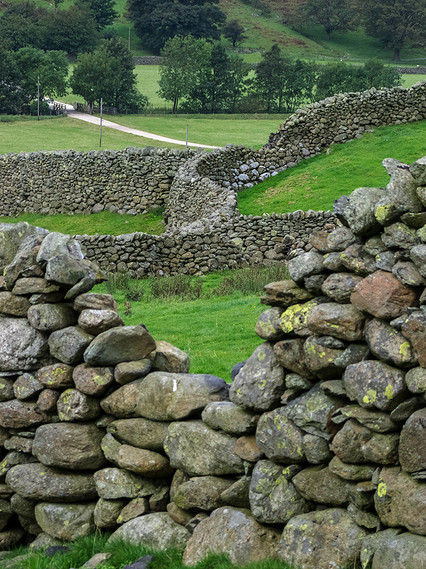 Cumbrian Stone Walling at the foot of the Pass 02