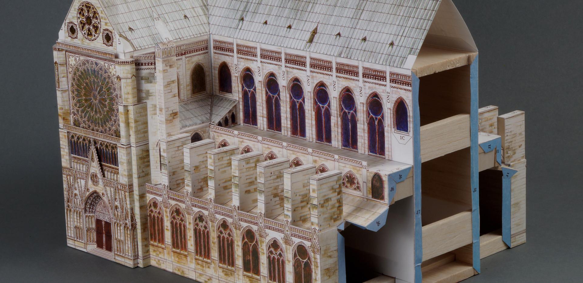 Nawa główna z transeptem.