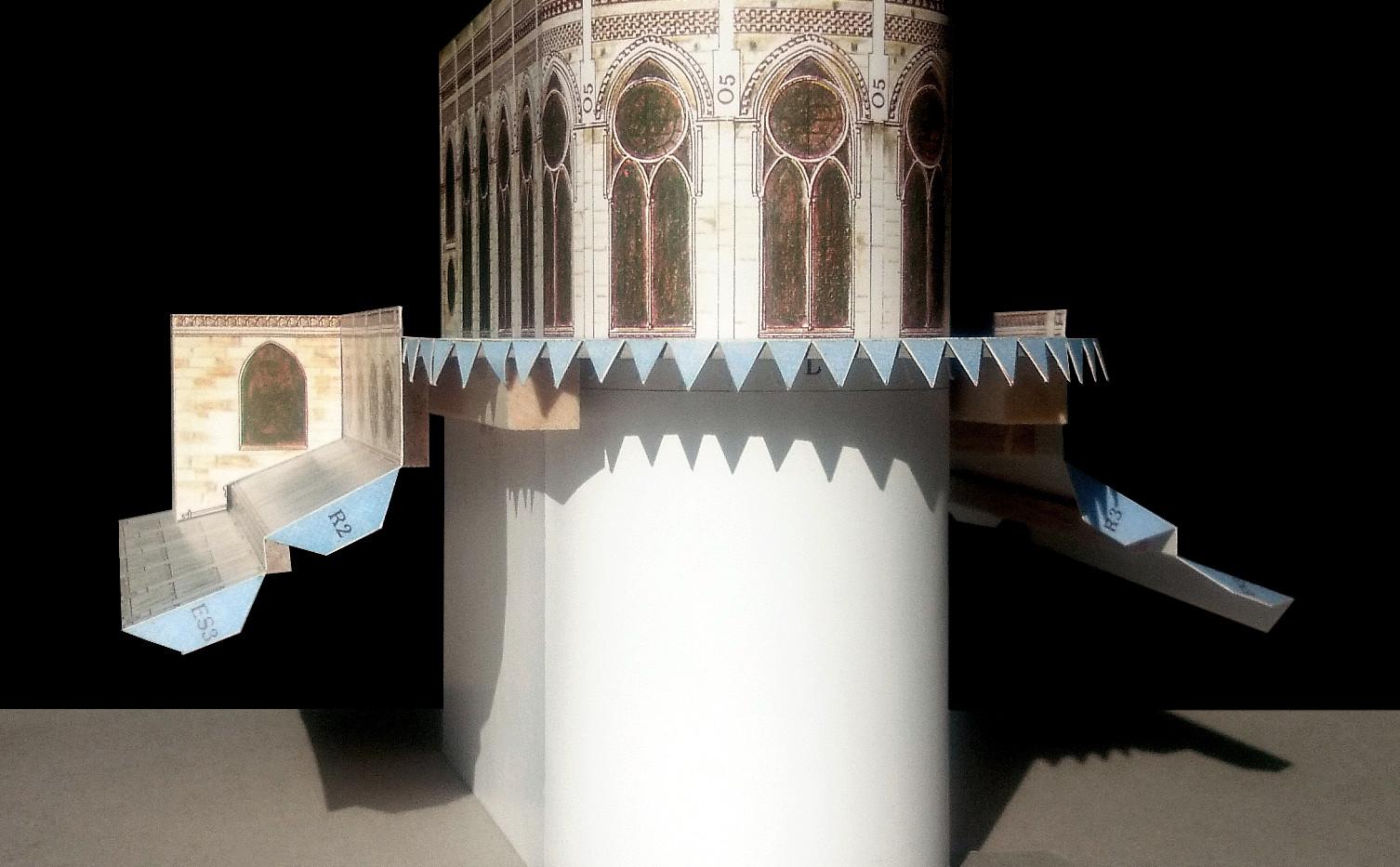 Do gotowej bryły chóru doklejane są elementy podwójnego ambitu i kaplic najniższym poziomie.