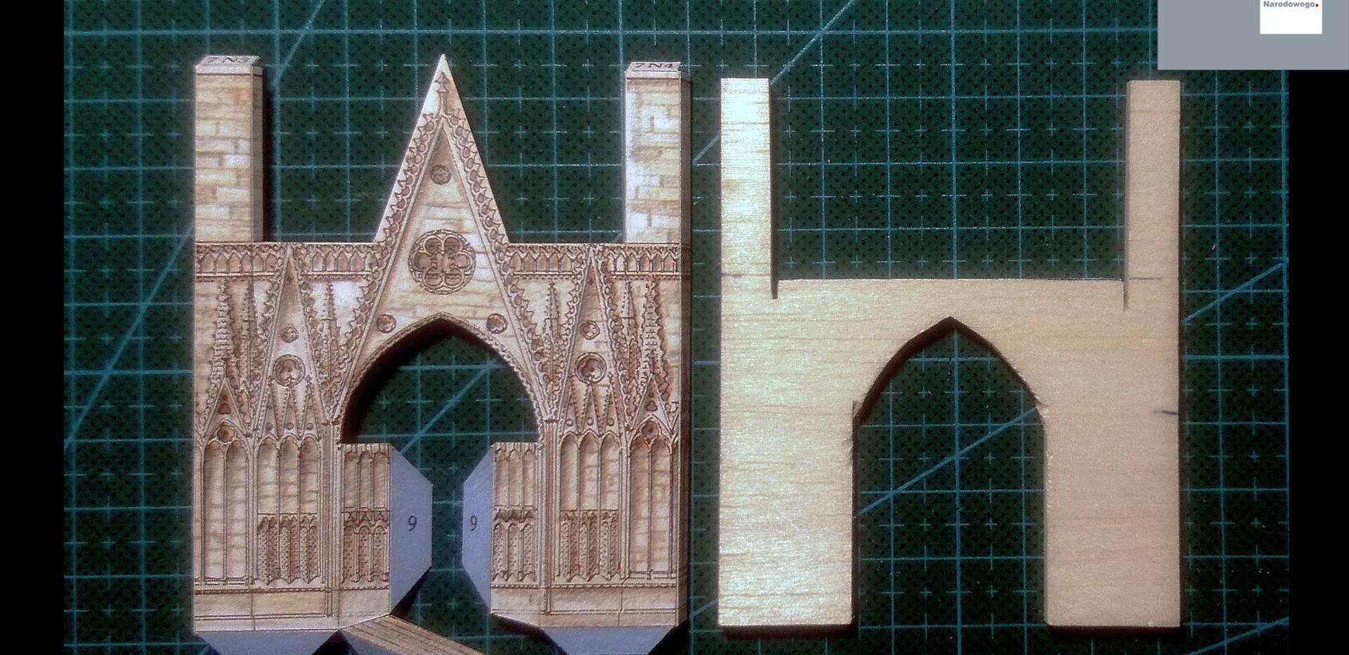 Jeden z portali transeptu