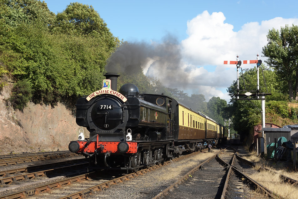 The Wizard Express approaches Bewdley c