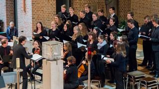 Goldenes Weihnachtskonzert - 300 Schüler/-innen singen zum 50. Jubiläum des traditionellen Konzerts